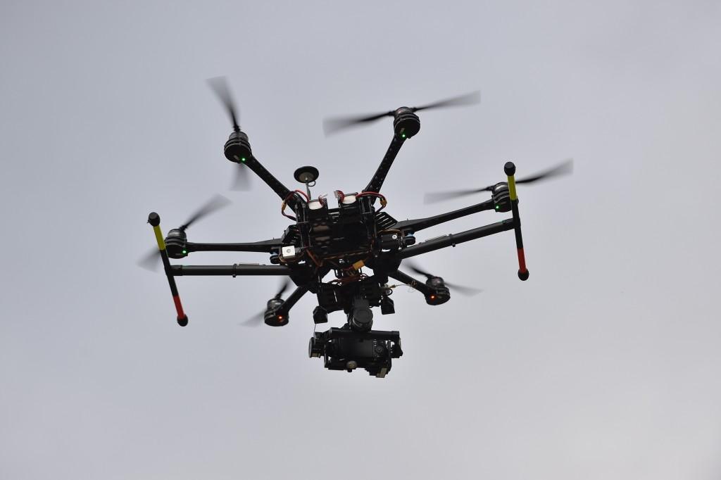 MENXXQ501_MA_DRONE INTEMPERIE