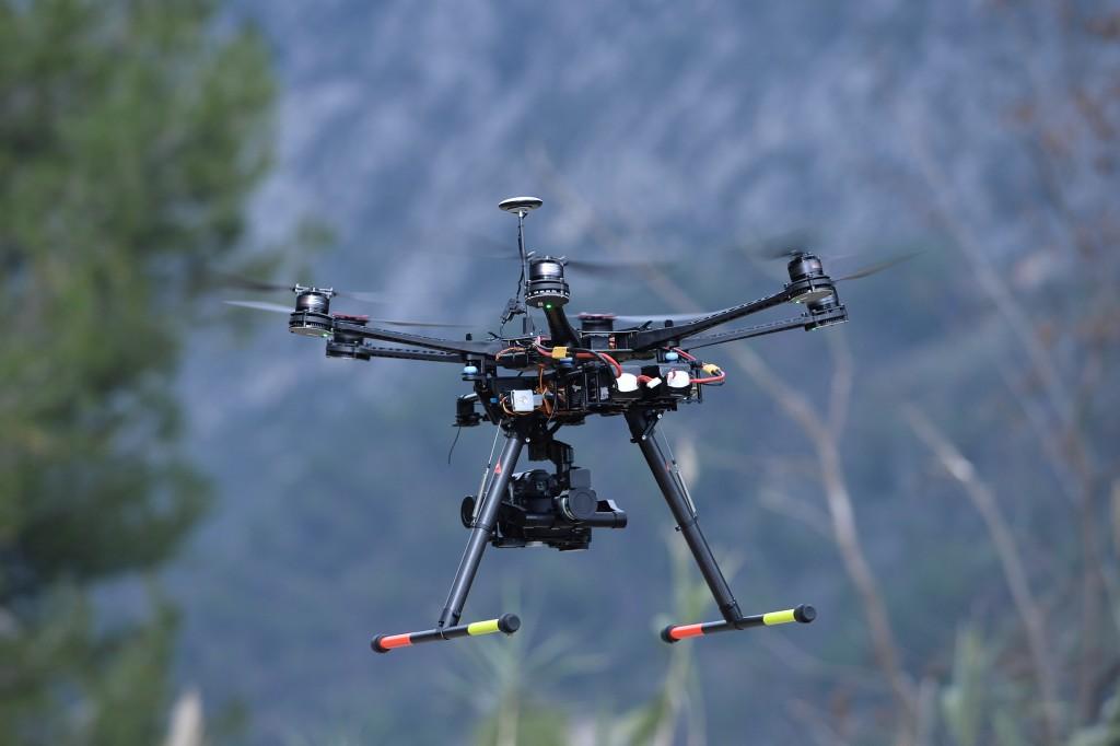 MENXXQ502_MA_DRONE INTEMPERIE