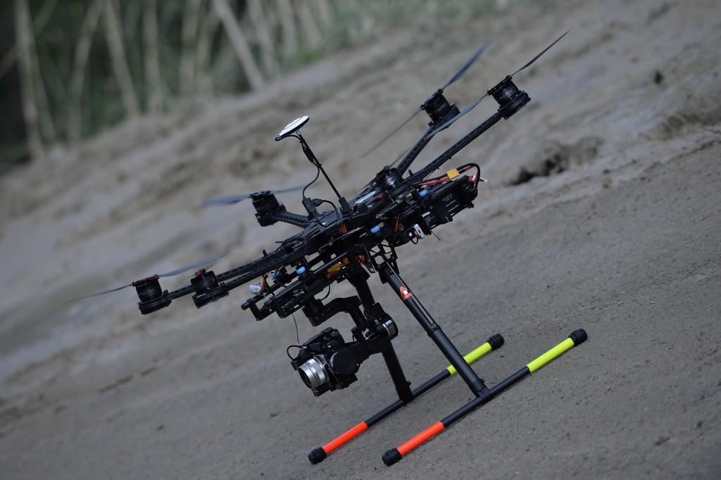 MENXXQ503_MA_DRONE INTEMPERIE