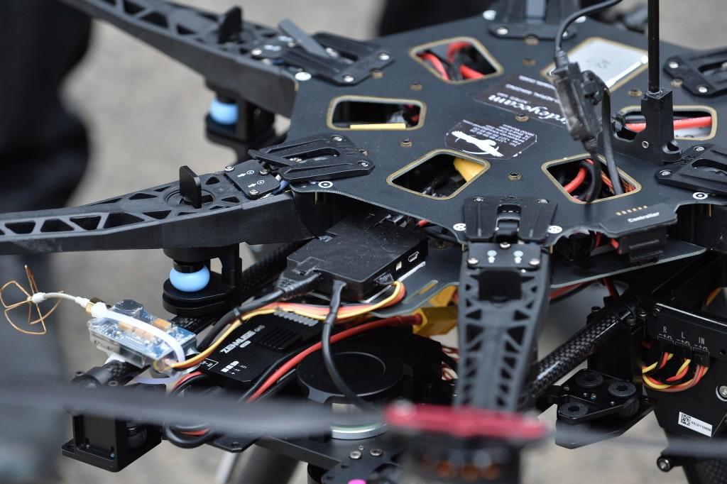 MENXXQ505_MA_DRONE INTEMPERIE