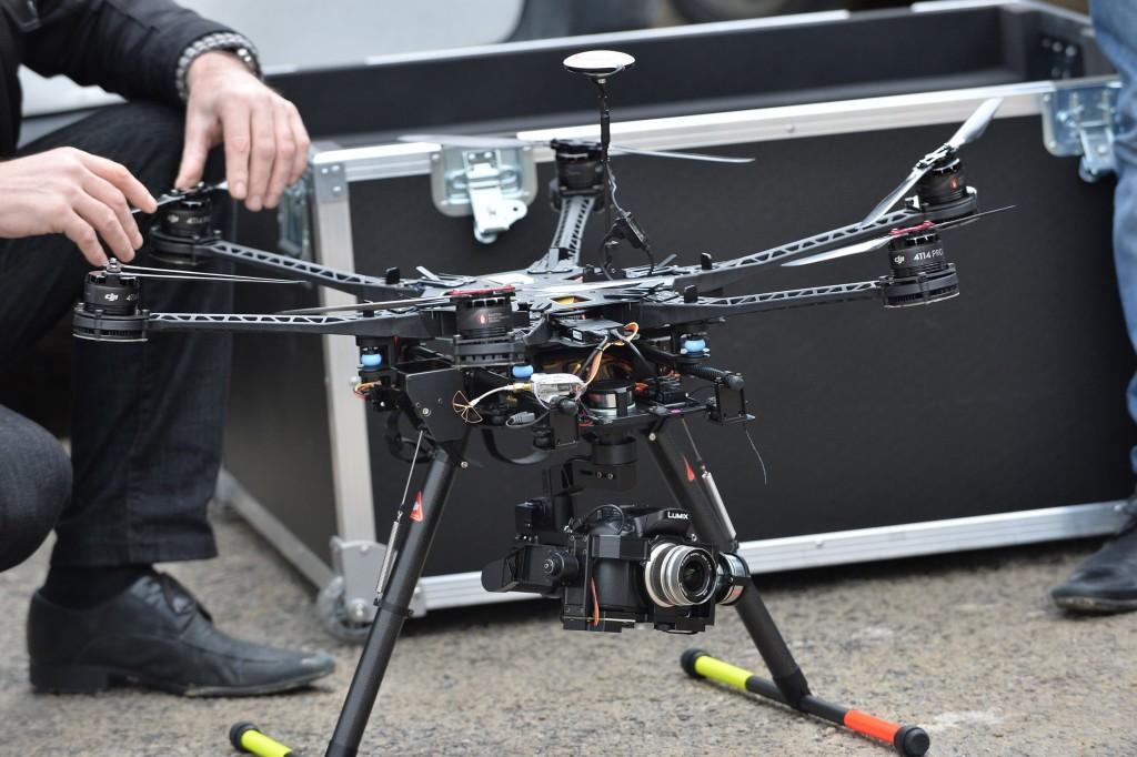 MENXXQ508_MA_DRONE INTEMPERIE