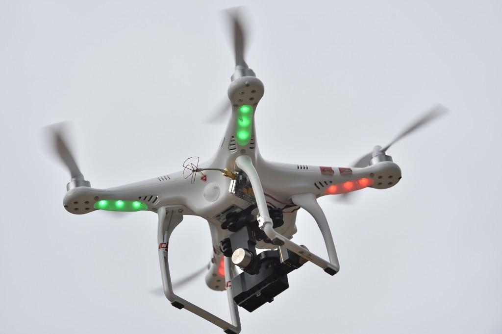 MENXXQ511_MA_DRONE INTEMPERIE